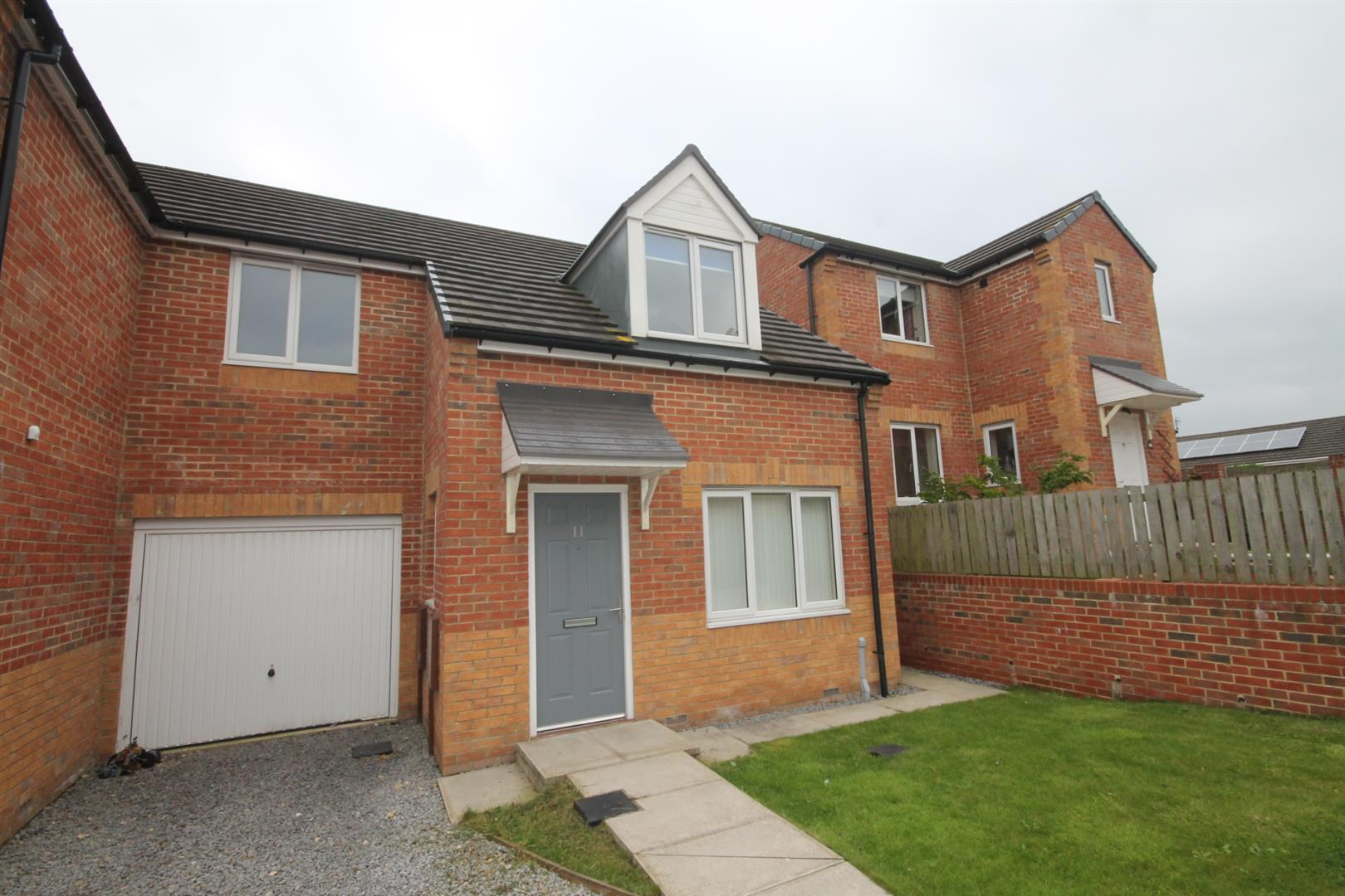 3 Bedrooms Semi Detached House for sale in Stephenson Court, Shildon